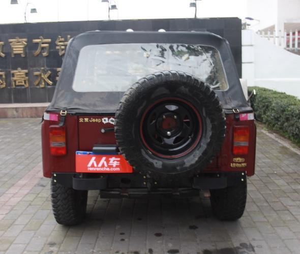 左右对称性正常 北京汽车制造厂 战旗2013款 2.0l 角斗士 高清图片