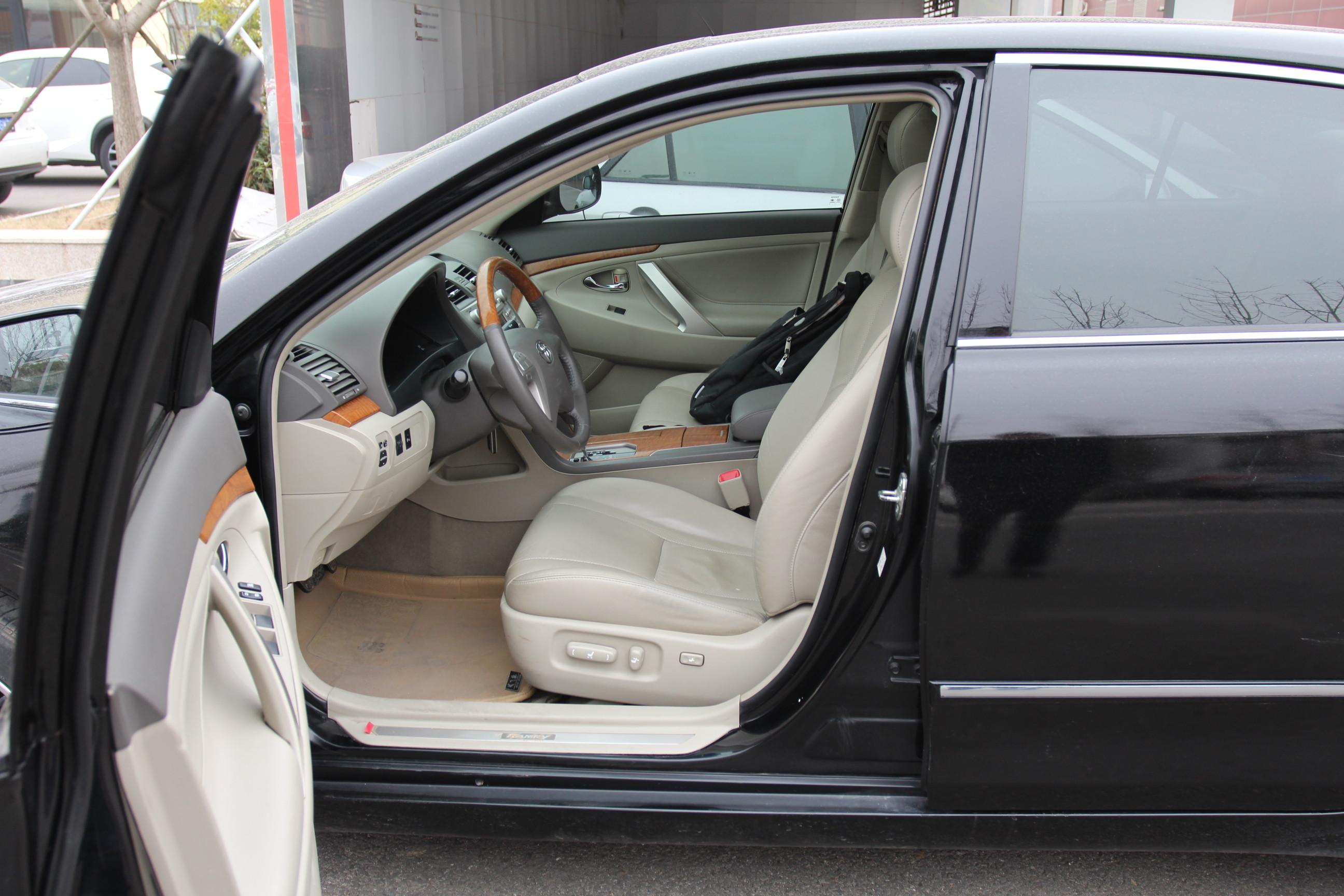 丰田-凯美瑞 2011款 240g 2.4l 自动 经典周年纪念版