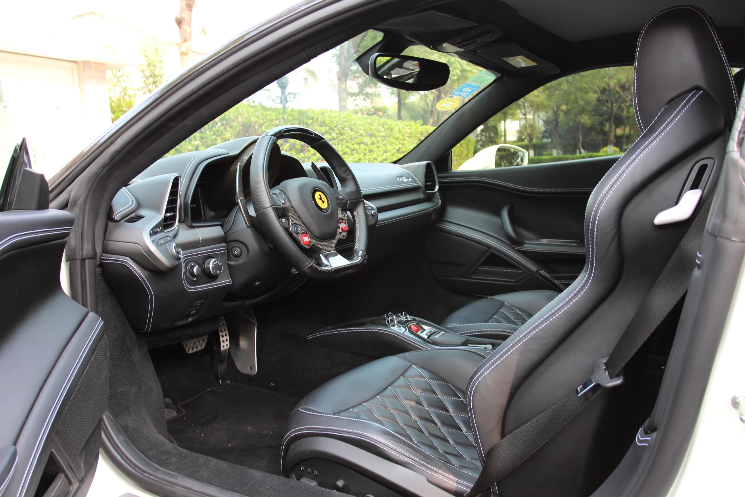 车身内饰干净整洁 法拉利 458 2011款 4.5 ita高清图片