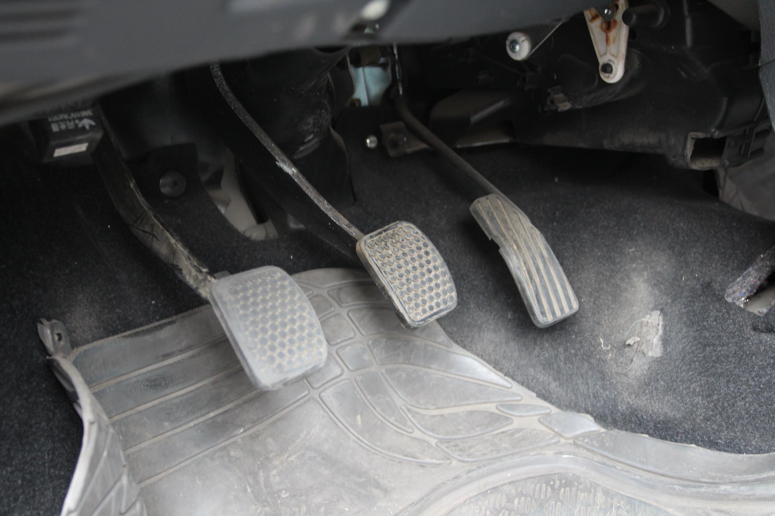 羚羊汽车发电机保险丝盒图解