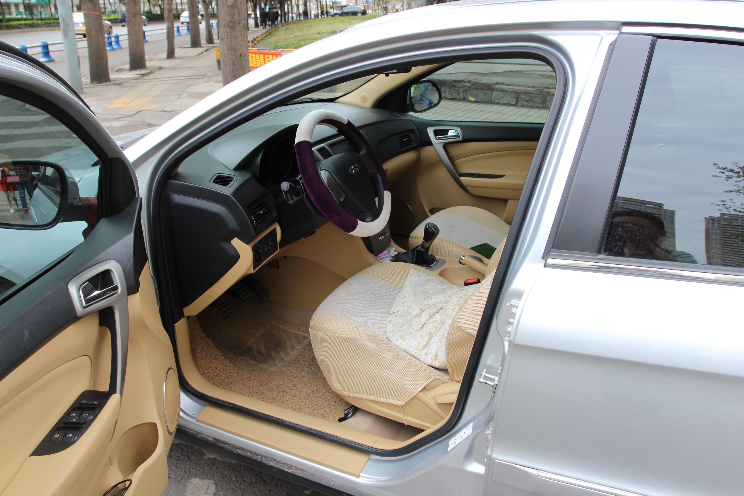 奇瑞汽车-a3 2010款 改款两厢 1.6l 手动进取型
