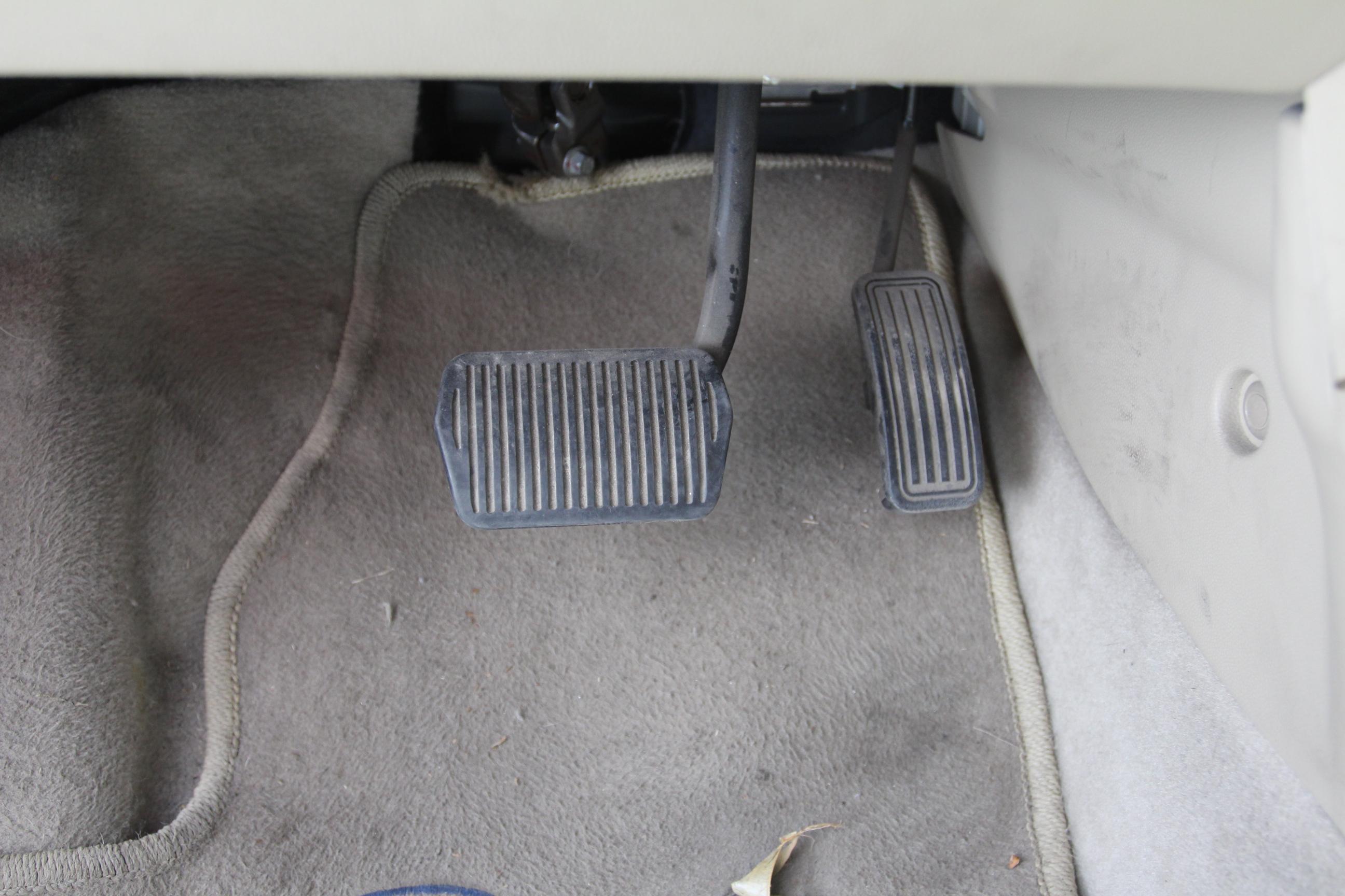 马自达6油门踏板电路图