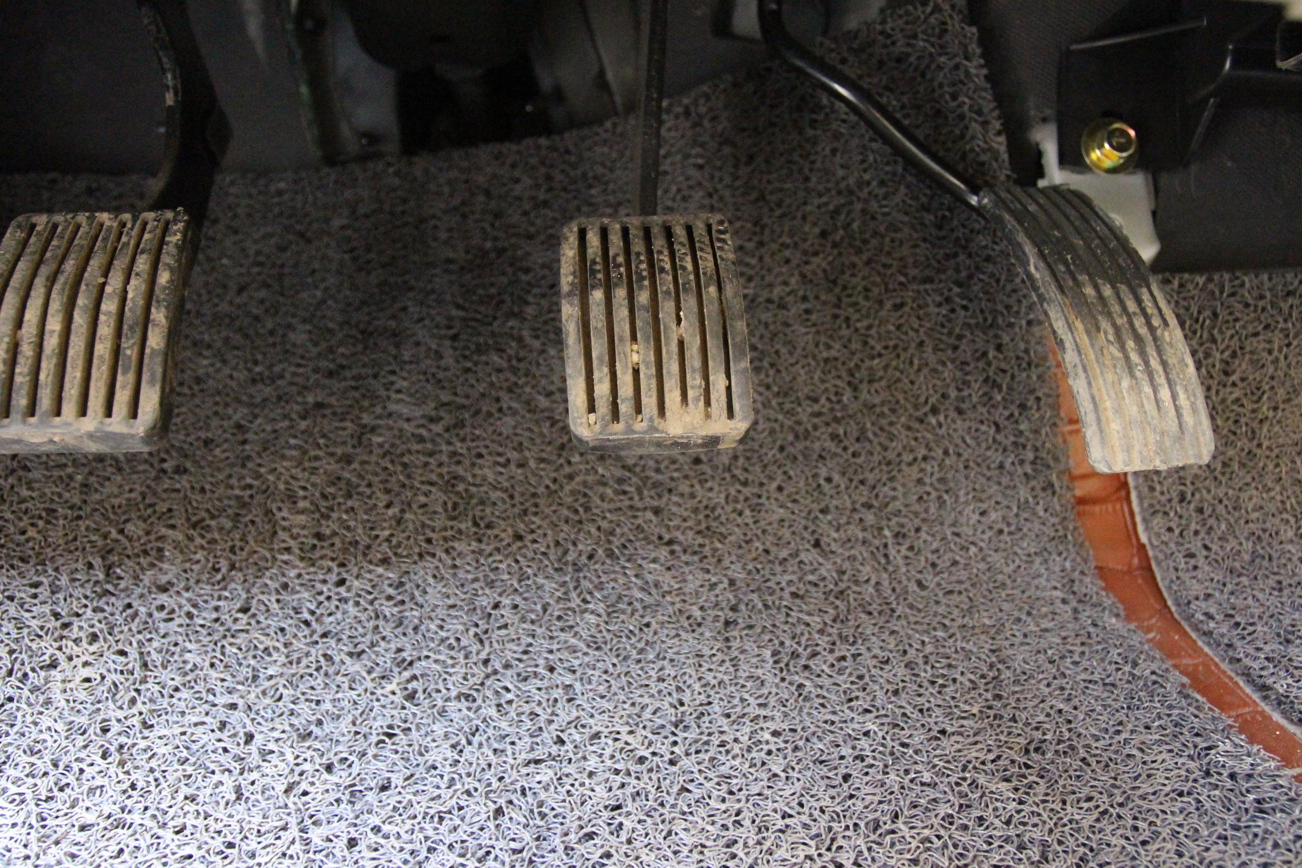 东风菱智汽车铺木地板方法图解
