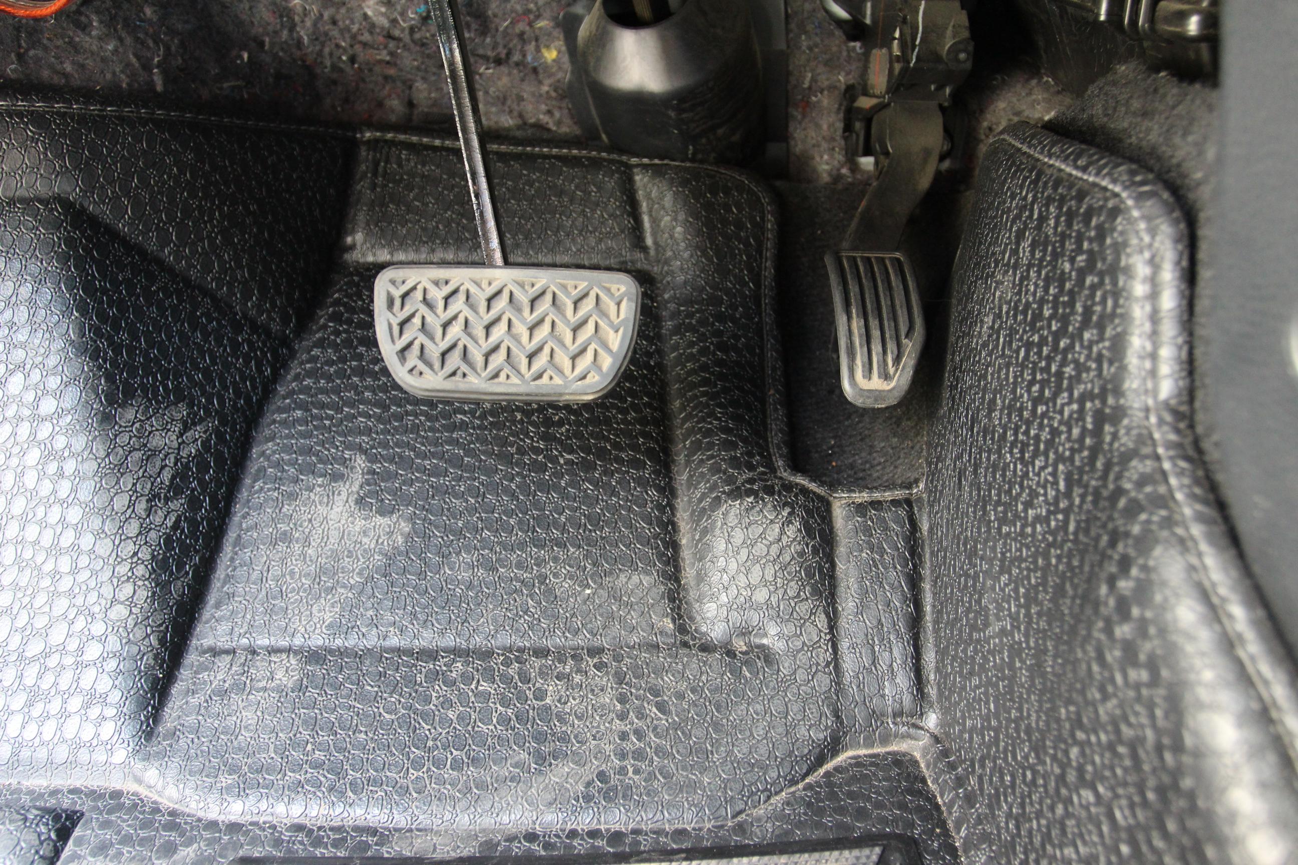 丰田-威驰2014款 1.5l 手动智臻版