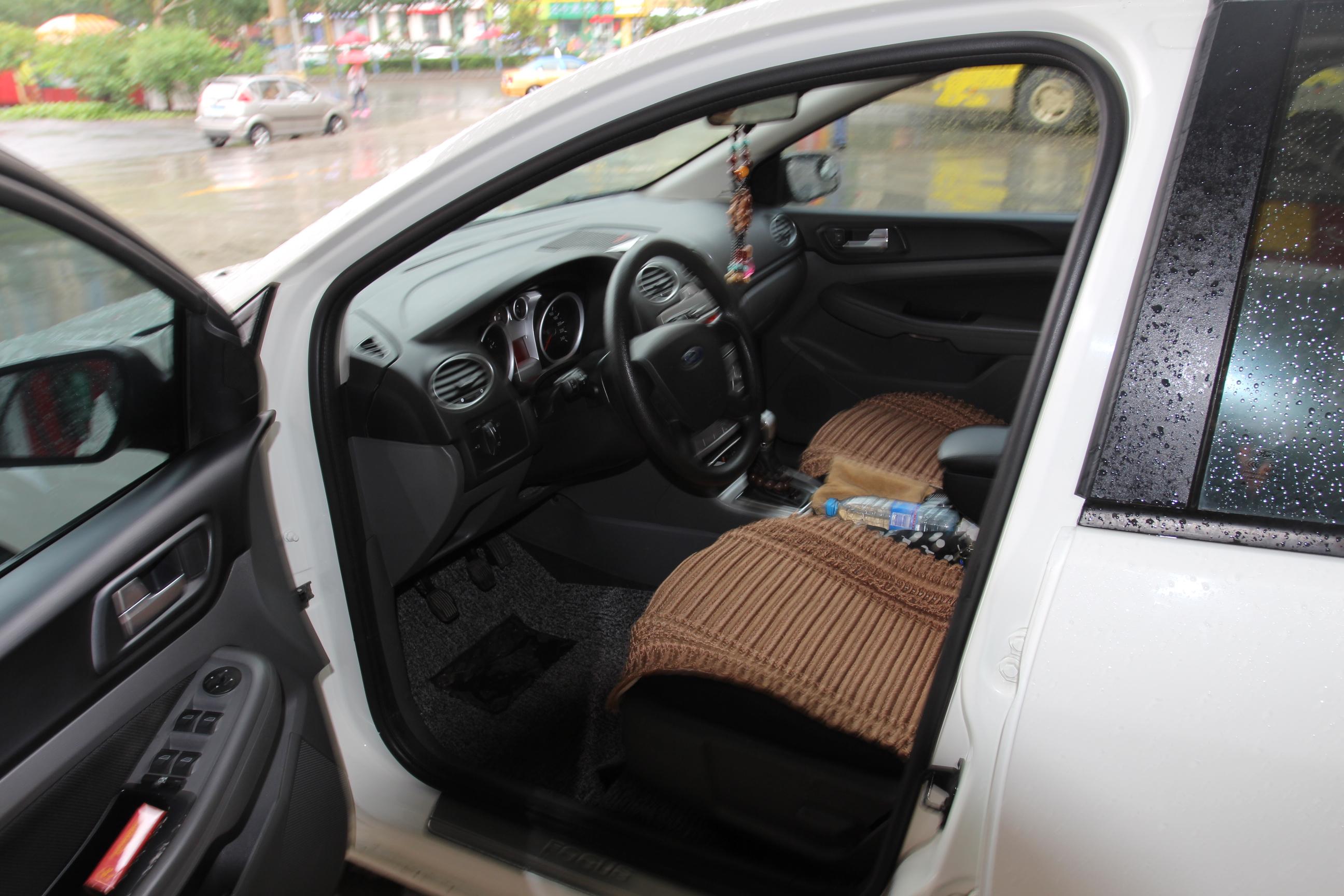 车身内饰干净整洁 福特 福克斯 2013款 两厢经典 1.8高清图片
